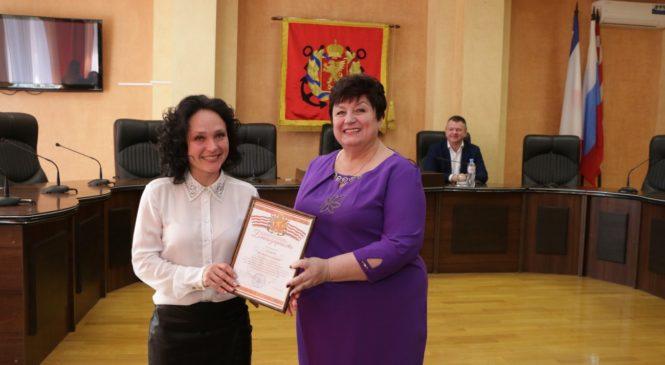 С профессиональным праздником поздравили работников ЖКХ и бытового обслуживания населения Керчи