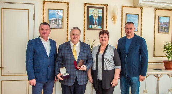 Начальник управления образования администрации города награжден к юбилею