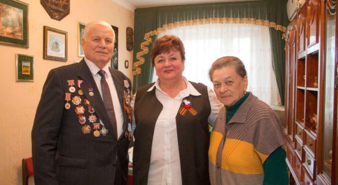 Ольга СОЛОДИЛОВА поздравила с 9 мая председателя Керченского совета ветеранов