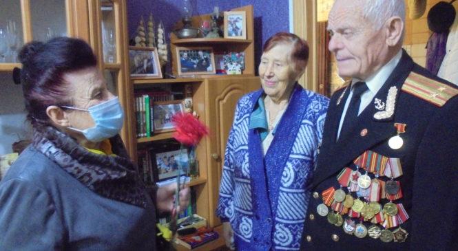В майские праздники депутаты Керченского городского совета поздравляли ветеранов