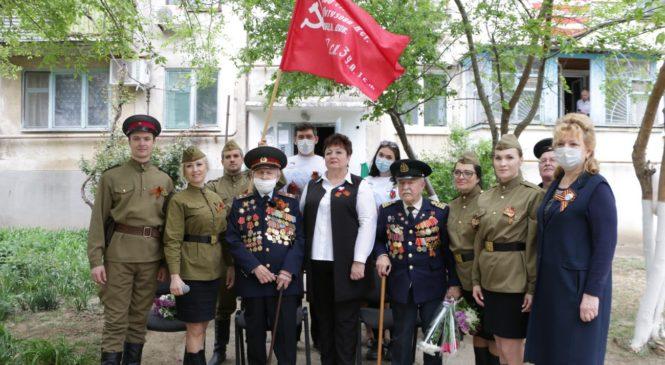 Керчане поздравили ветерана Михаила Федотовича КОЛЬЧЕНКО с Днем Победы