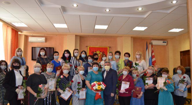 Ольга СОЛОДИЛОВА поздравила работников социальной сферы города Керчи с профессиональным праздником