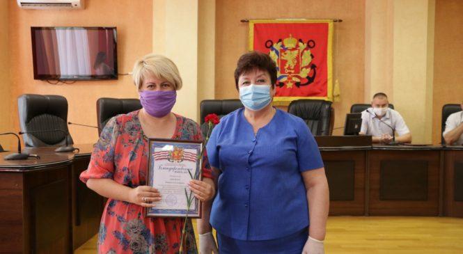 В Керчи медиков поздравили с наступающим профессиональным праздником