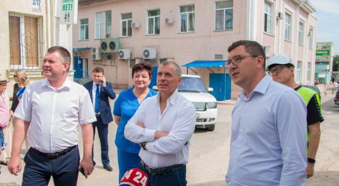 В рамках визита Владимира КОНСТАНТИНОВА осмотрели реконструкцию Малой Митридатской лестницы