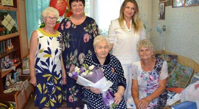 Ольга СОЛОДИЛОВА поздравила Любовь КОЗМИРЧУК со 100-летним юбилеем