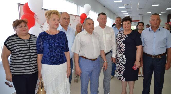 В Керчи открыли большой модульный МФЦ по улице Генерала Петрова, 33 а