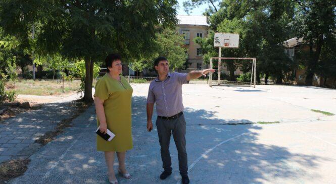 В районе «7 ветров» отремонтируют дорожное полотно по переулку Майскому и установят спортивный комплекс