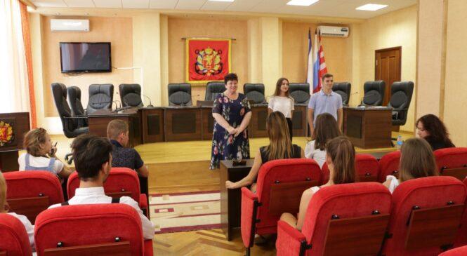 Глава горсовета встретилась с представителями Молодежного парламента при Госсовете Крыма