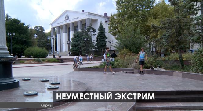 Депутаты горсовета подняли на сессии вопрос о разрушении Пантеона Славы экстремалами