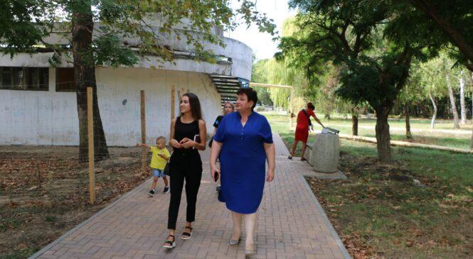 Ольга СОЛОДИЛОВА осмотрела ход благоустройства территории Дома детского и юношеского творчества