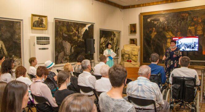 В Картинной галерее открылась выставка «…Я тебе расскажу про Керчь»