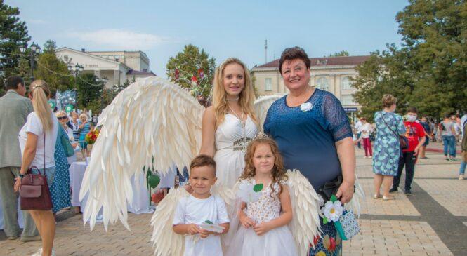 В Керчи проходит акция благотворительности и милосердия «Белый цветок»