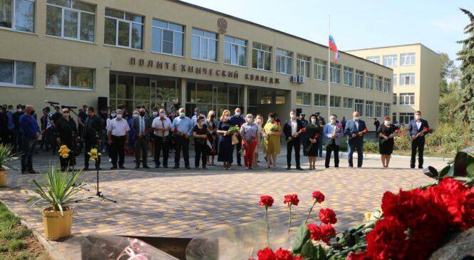 В Керчи почтили память невинно убиенных студентов политеха