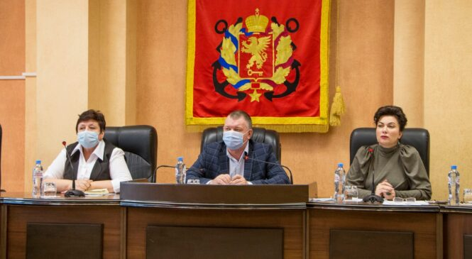 Состоялось совещание куратора города от Совмина с депутатами горсовета