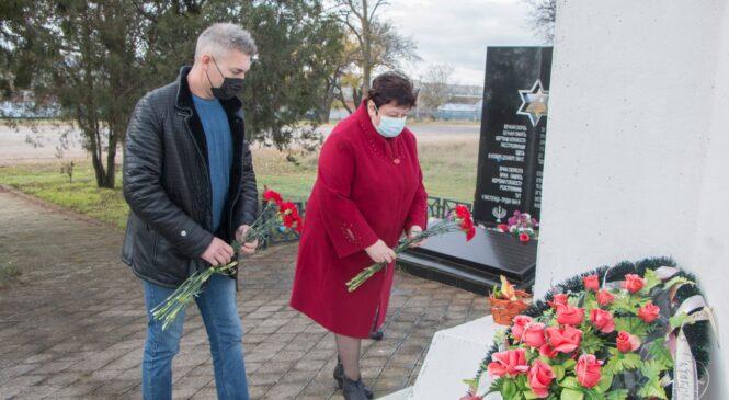 В годовщину трагедии в Багеровском рве к мемориалу возложили цветы