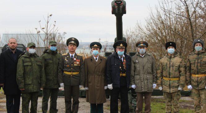 В Керчи ко Дню героев Отечества прогремел «Выстрел памяти»