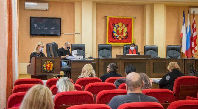 Проходят заседания депутатских комиссий в преддверии 38 сессии горсовета