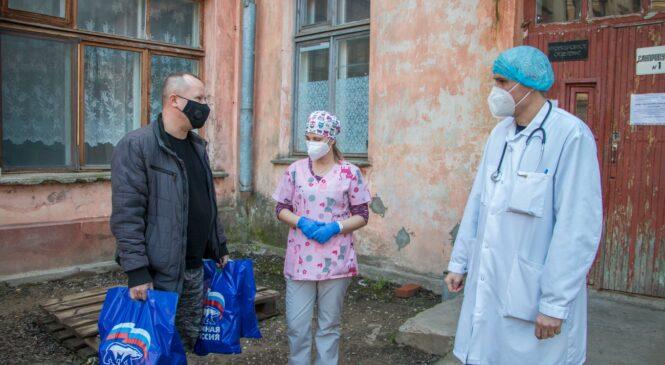 Депутаты горсовета помогают керченским медикам
