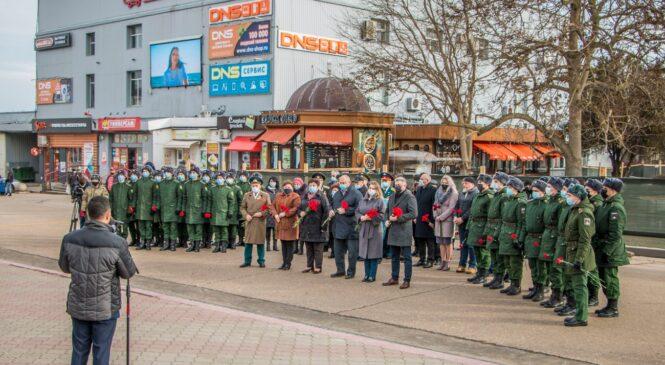 В Керчи возложили цветы в День полного освобождения Ленинграда от фашистской блокады