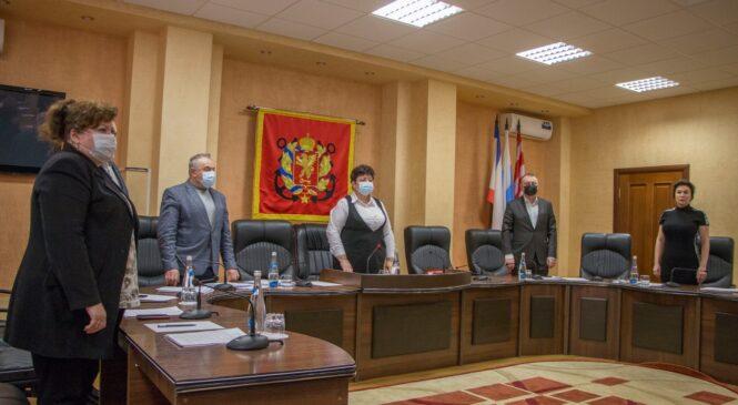 На 39 сессии городского совета назвали обладателей «Золотого грифона» и досрочно прекратили полномочия двух депутатов