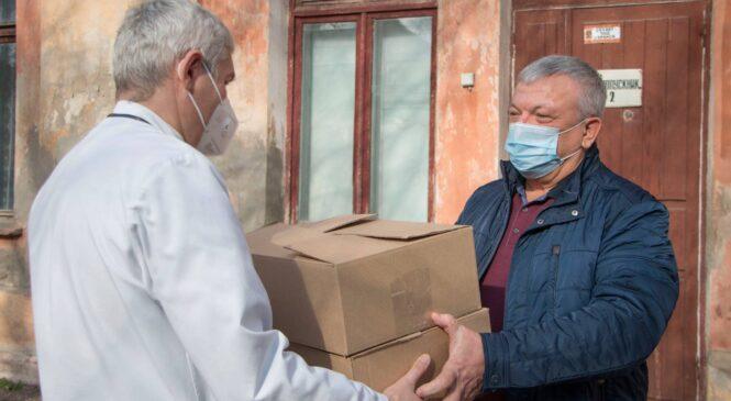 Депутаты горсовета продолжают поддерживать керченских медиков