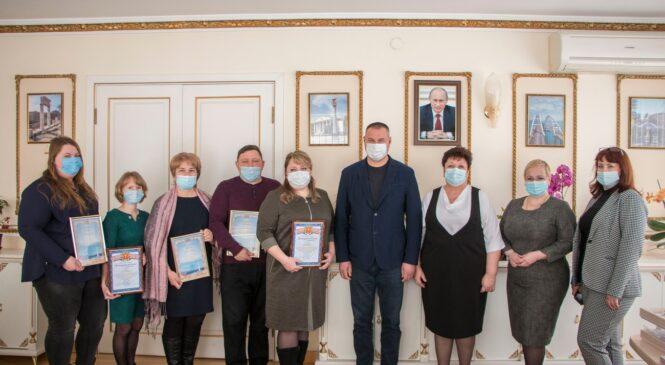 Руководство Керчи поздравило работников муниципального архива