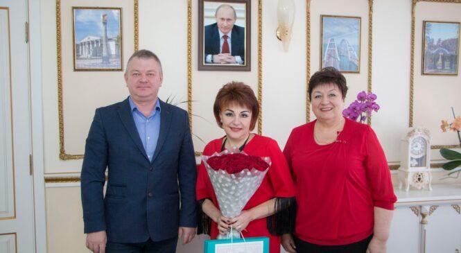 День рождения отмечает председатель Контрольно-счетной комиссии г. Керчи Анжела УСТАПАСИДИ