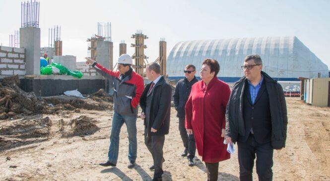 В рамках визита депутата Госдумы РФ осмотрели ход строительства школы будущего в Керчи
