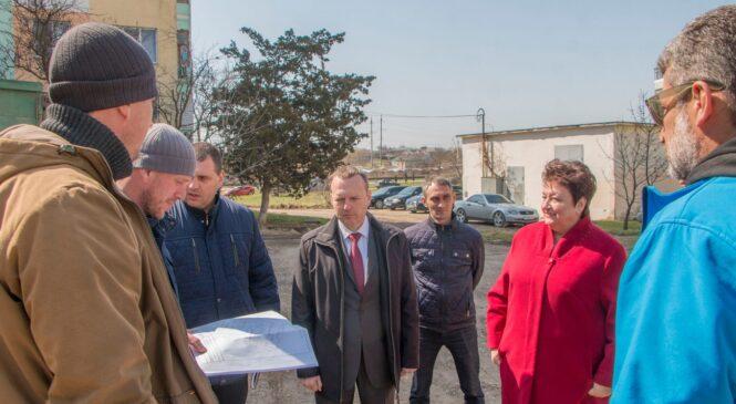 В Керчи начался ремонт 12 дворовых территорий