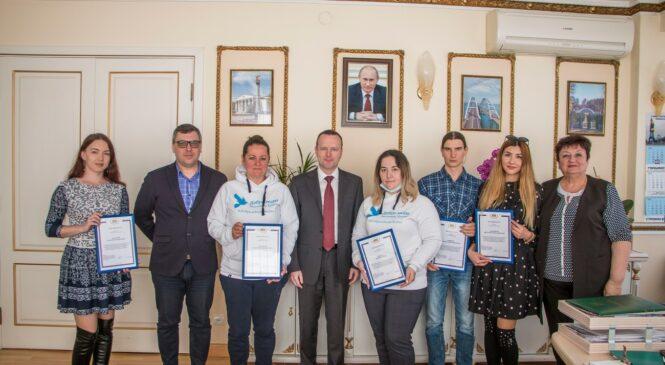 Депутат Госдумы РФ поблагодарил за работу керченских волонтёров