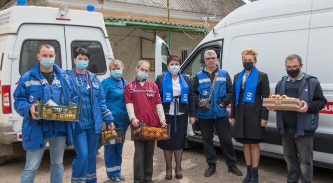 Руководство города и депутаты поздравили медиков скорой помощи с профессиональным праздником