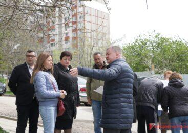 В рамках визита депутата Госдумы РФ руководство города встречается с жителями Индустриального шоссе, 27