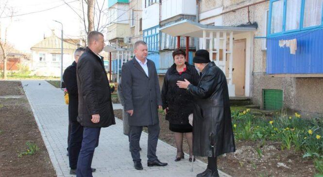 Руководство города провело встречу с жителями ул. Большевистской, 5 по проблемным вопросам