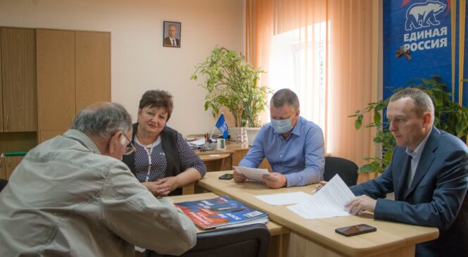 Депутат Госдумы Константин БАХАРЕВ провёл прием граждан в Керчи