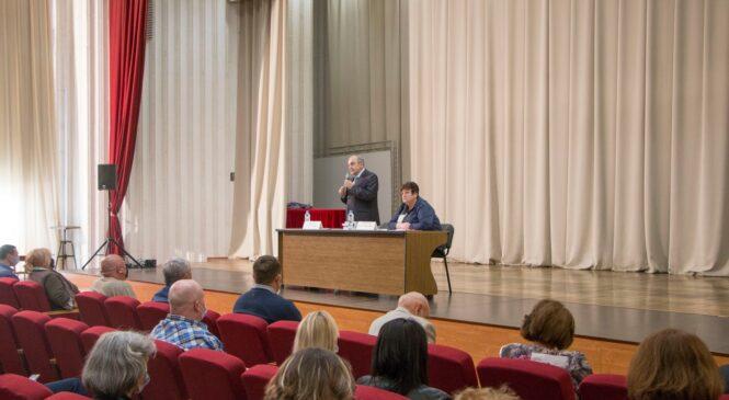 С керченскими работниками образования и культуры встретился вице-премьер правительства Крыма Георгий МУРАДОВ