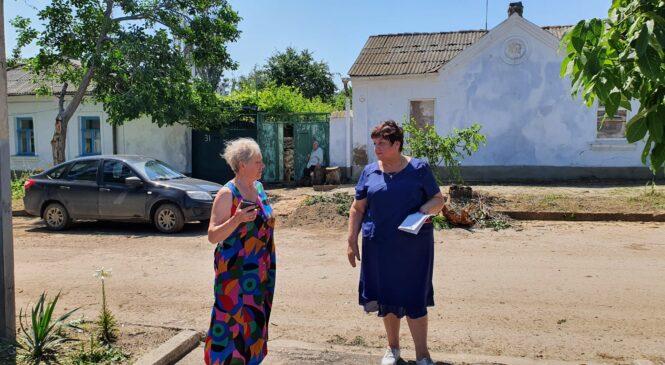 Представители горсовета и администрации с сотрудниками МЧС и Росгвардии обходят дома пострадавших