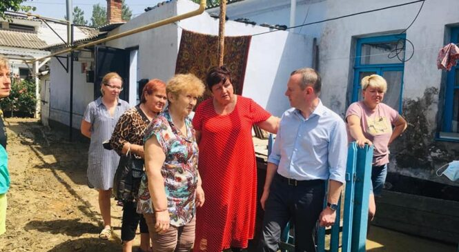 Константин БАХАРЕВ приехал в Керчь и посетил пострадавших от наводнения