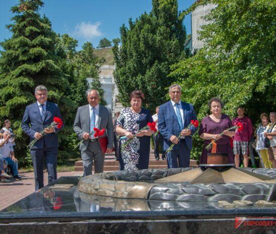 Останки найденного в Керчи погибшего бойца Красной Армии передали делегации из Рязани