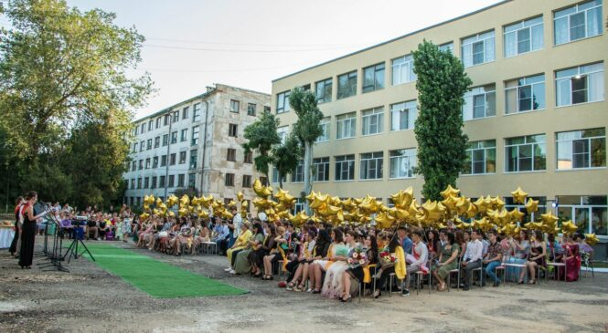 В Керченском политехе вручили дипломы выпускникам 2021 года