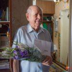 Ольга СОЛОДИЛОВА поздравила фронтовика Ивана МАКАРОВА с 95-летием